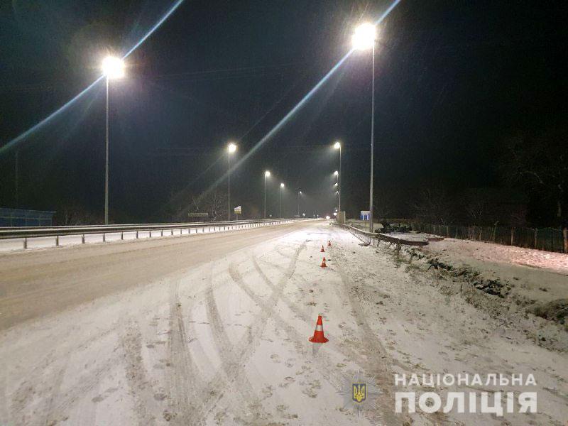 Загинули два брати: слизька дорога спричинила смертельне ДТП на трасі Київ-Чоп