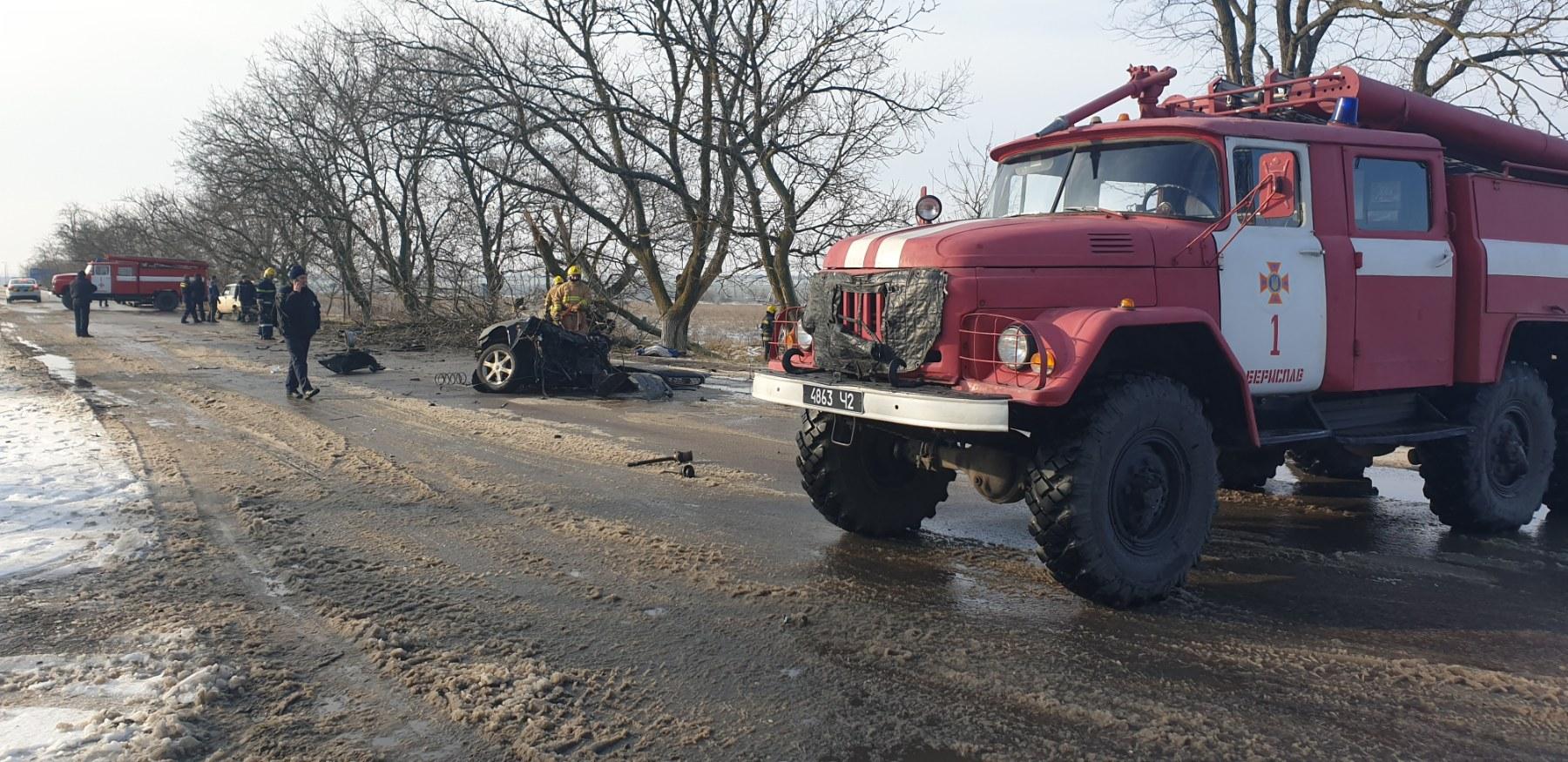 Авто разорвало пополам: в ДТП на Херсонщине погибли два человека