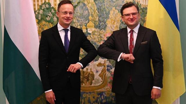 Сусіди повинні миритися: стала відома дата візиту голови МЗС Угорщини в Україну