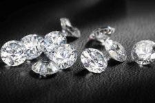 Діамантова посилка. Митники виявили 23 дорогоцінні камені у пакунку з Індії