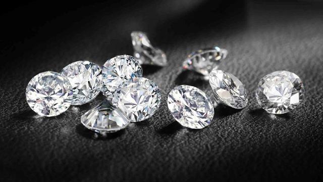 Бриллиантовая посылка. Таможенники обнаружили 23 драгоценных камни в пакете из Индии