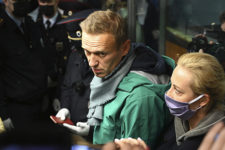 Навального відправили до колонії, де шиють чоловічі труси