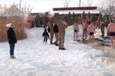 Попри мороз -20: як українські воїни пірнали у крижану воду
