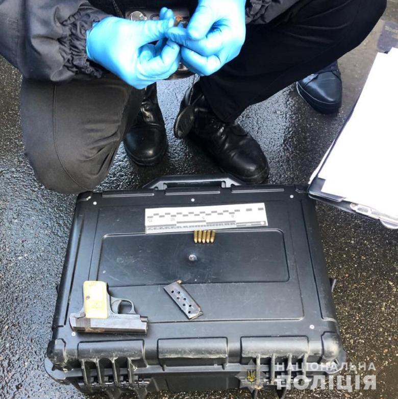 Затримання озброєного чоловіка біля Ради – ФОТО