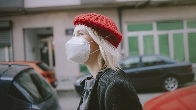 карантин коронавирус, девушка в маске
