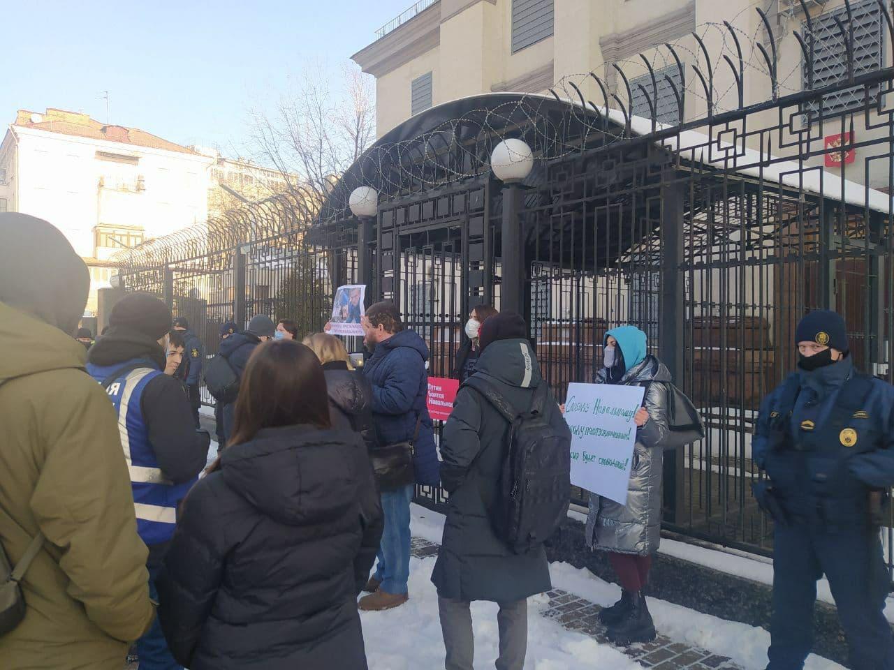 На підтримку мітингів в Росії: акція протесту у Києві (ФОТО)