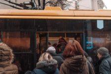Транспорт не для всіх: чому пасажирів вибірково впускають до салону