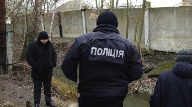 На Одещині вбили жінку, а замотане тіло скинули у канал