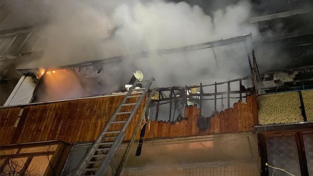 Вогонь охопив три поверхи: на Оболоні горіла багатоповерхівка