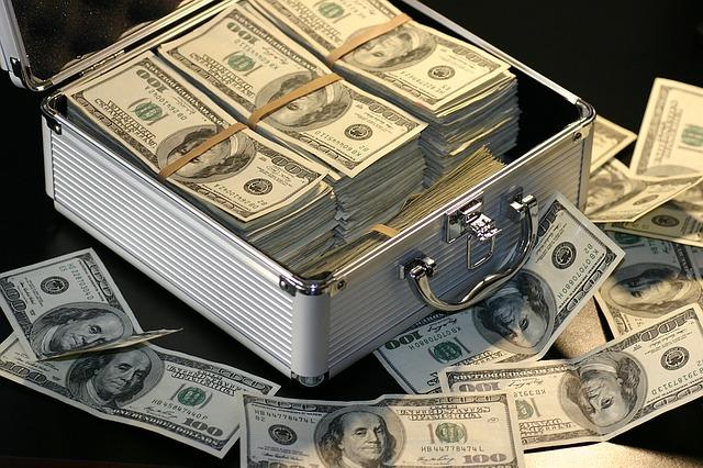 На Львівщині керівник відділення банку привласнювала кошти клієнта