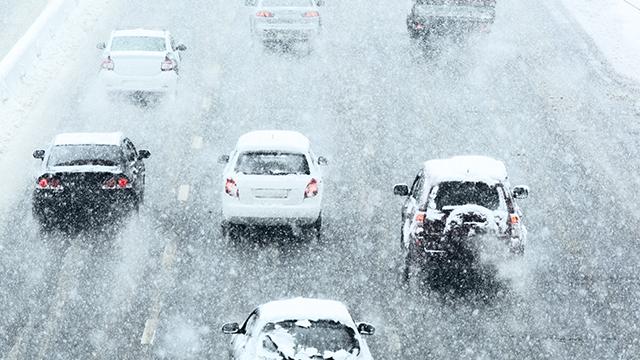 Україна під снігом. Як боролися із заметами та які наслідки такої зими для країни