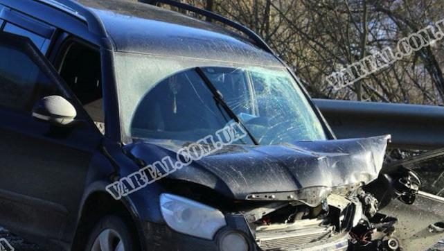 Під Львовом зіткнулися два легковики: загинув чоловік і 2-річна дитина