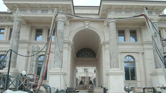 Похвалитися перед друзями нічим: журналісти показали палац Путіна всередині