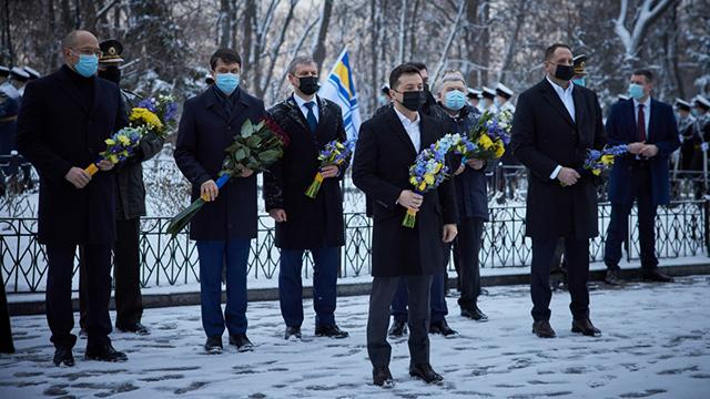 Бій під Крутами: Зеленський вшанував пам'ять загиблих