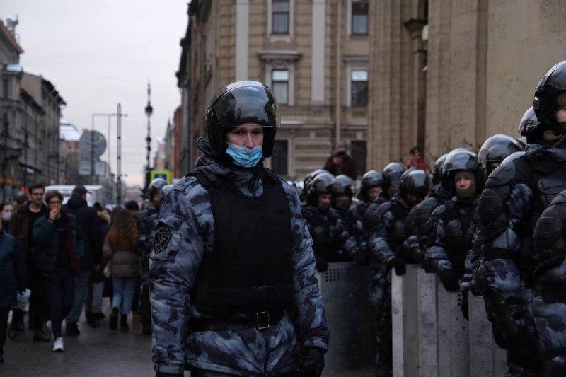 Перекриті вулиці і понад 200 затриманих: у Росії почалися протести на підтримку Навального