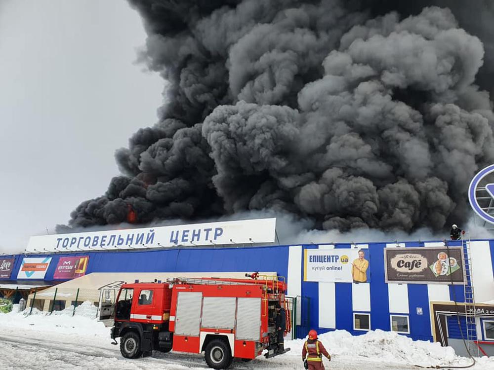 У Первомайську сталася пожежа в Епіцентр (ФОТО та ВІДЕО)