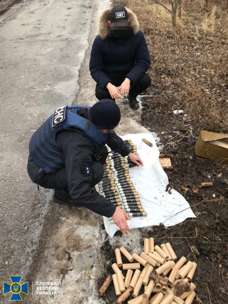 На Луганщині виявили два схрони боєприпасів