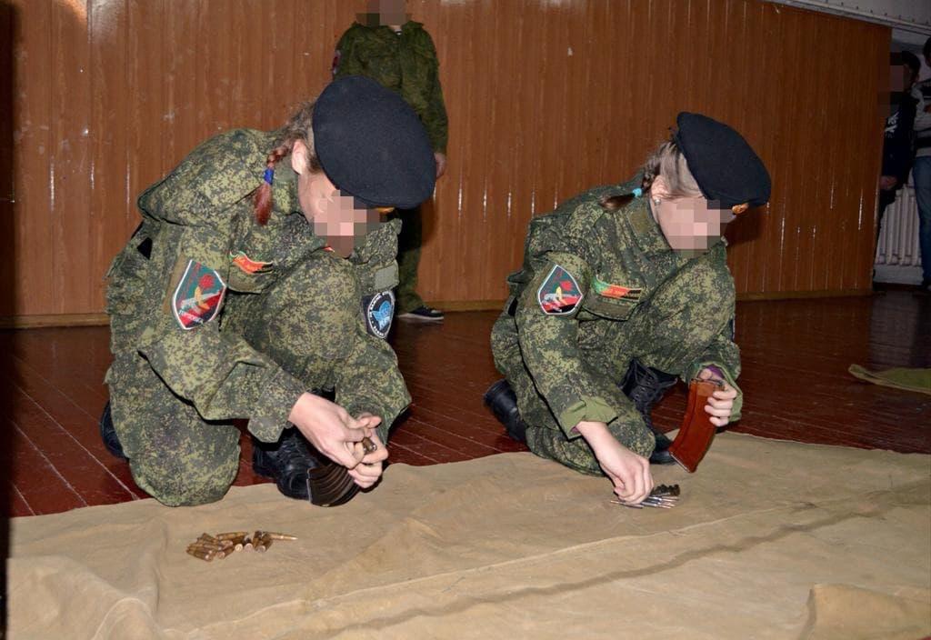 На Донеччині розпочали розслідування через втягнення дітей у війну
