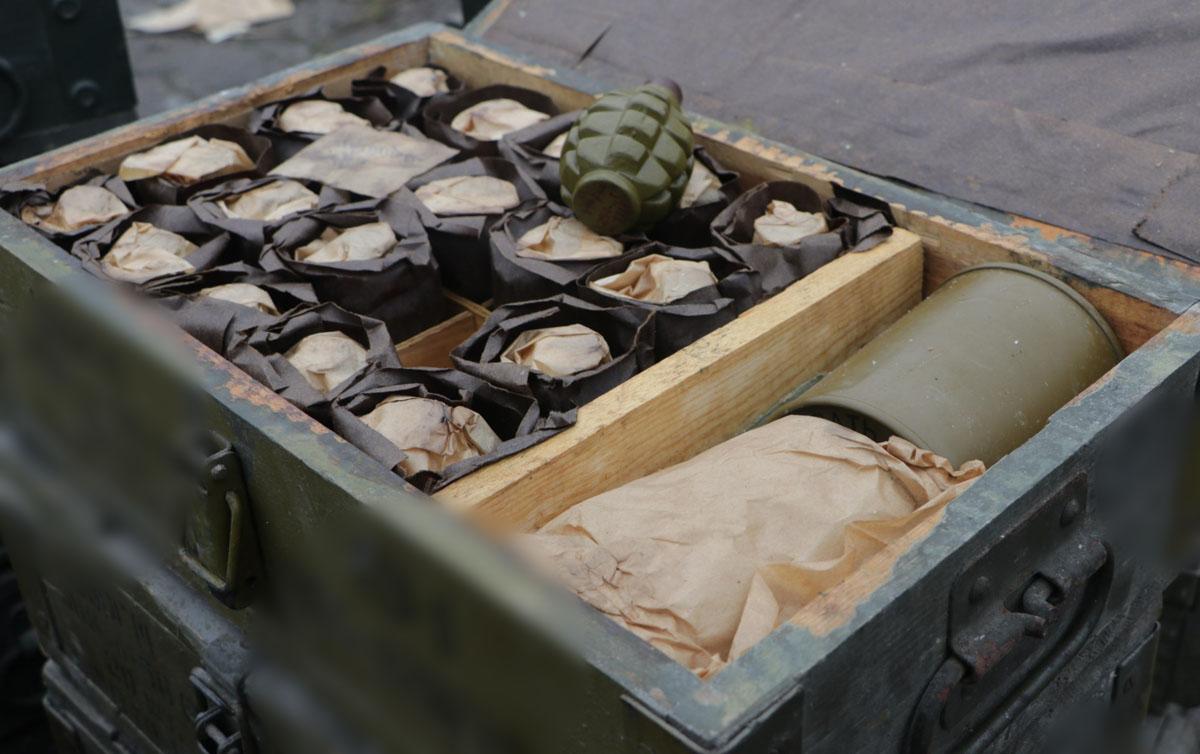 В Маріуполі знайшли масштабний схрон боєприпасів (ФОТО)