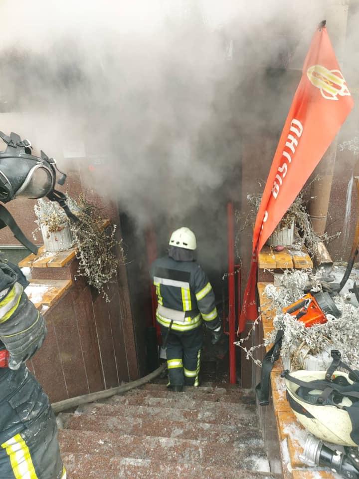 У Києві загорілося кафе на вул. Івана Франка (ФОТО)
