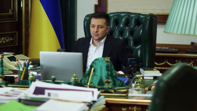 Мир і збереження демократії: Зеленський підтвердив розмову з Байденом