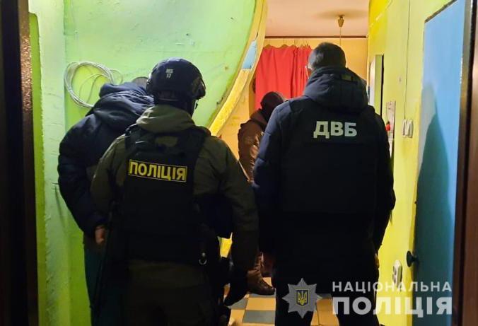 Варили амфетамін і продавали оптом у двох областях: у Києві знайшли нарколабораторію