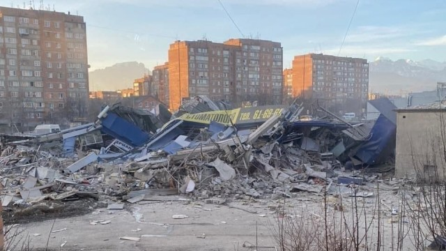 Будівля повністю склалася: у Владикавказі прогримів вибух у супермаркеті