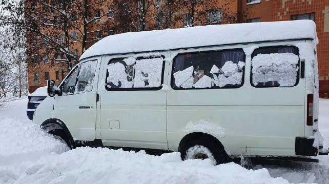 Автобус занесло у сніговий замет: на Рівненщині п'яний водій перевозив школярів