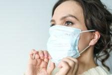 Более 10 тыс. смертей от Covid-19 за сутки: коронавирус в мире 26 февраля