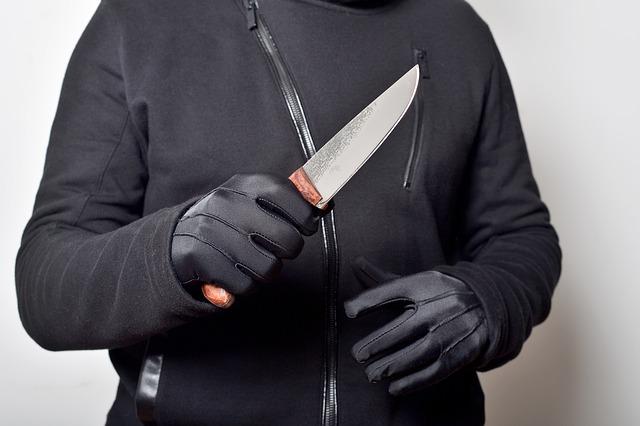 Ламав пальці сковорідкою: на Харківщині засудили рецидивіста за напад на жінок
