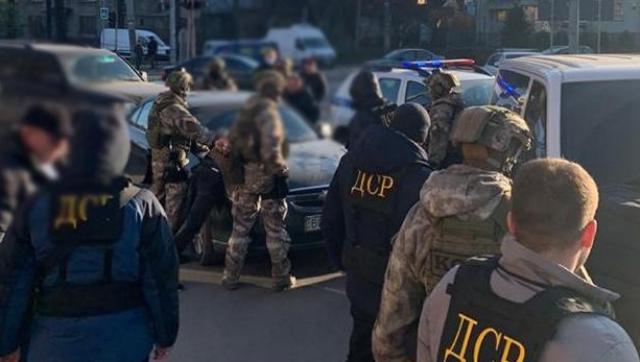 Працювали за однією схемою: в Тернополі братів судитимуть за серійні грабежі та напади