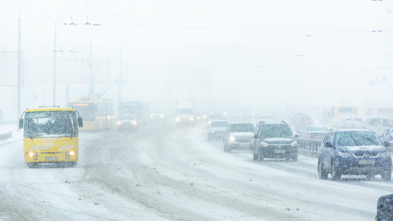 Через негоду в Україні обмеження руху на дорогах ще діє на Івано-Франківщині