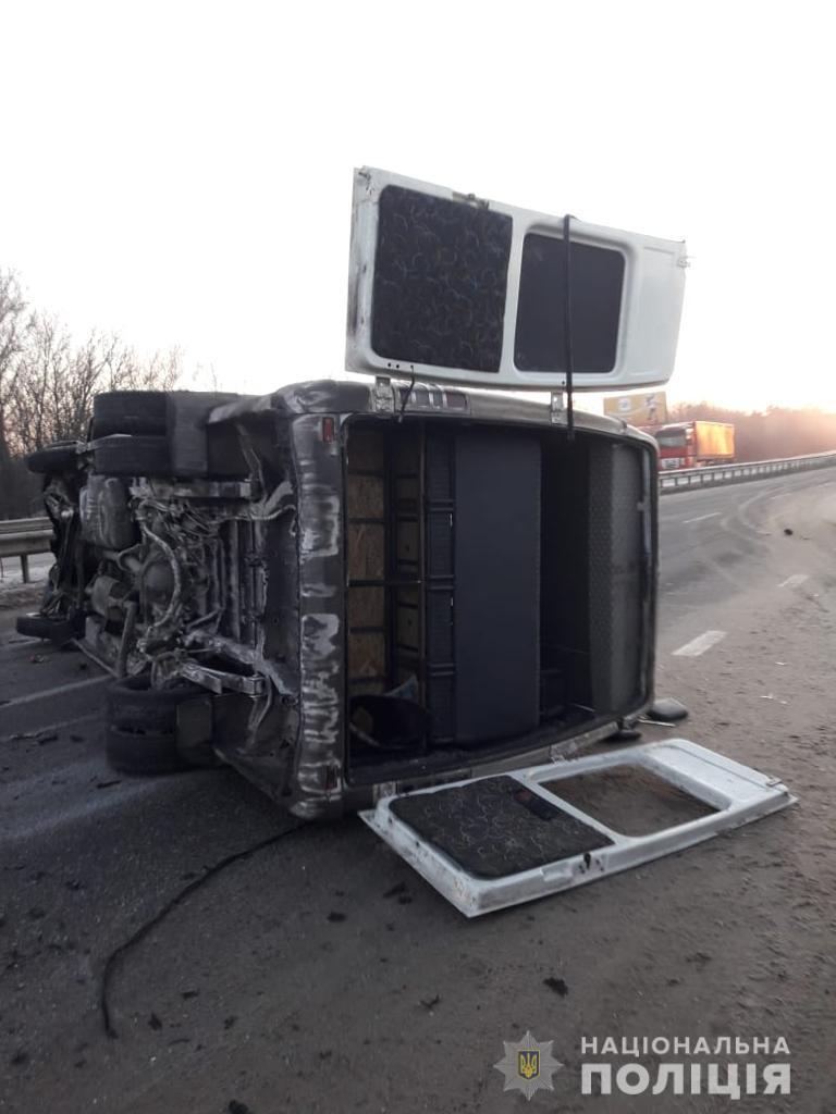 Під Харковом маршрутка врізалася у відбійник: 10 пасажирів травмовані