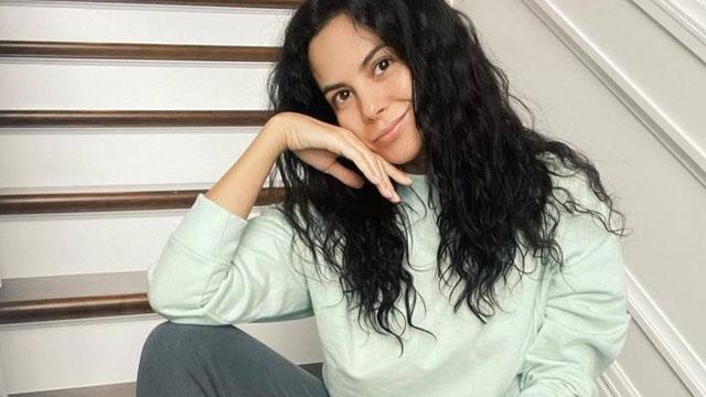 Шуба, сукня і кросівки: Настя Каменських виставила свій одяг на аукціон