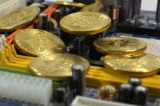 Понад $58 тис.: біткоїн оновив рекорд з вартості та трішки здешевшав