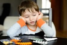 В Україні можуть заборонити продаж ліків неповнолітнім