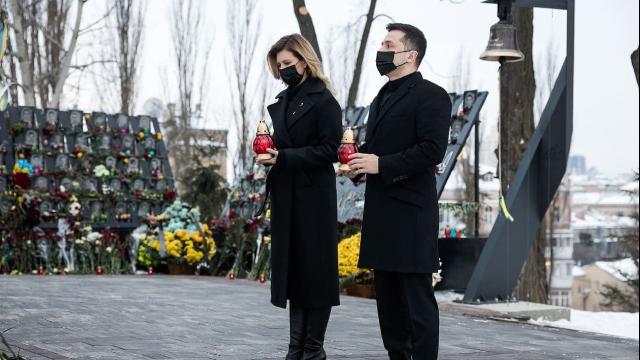День пам'яті Небесної Сотні: Зеленський разом з дружиною вшанував подвиг героїв