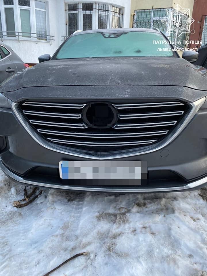 У Львові крадій намагався сховатися від поліції, закопавшись у снігу