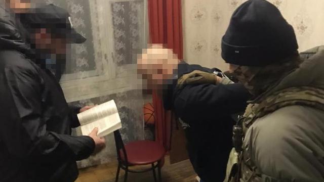 Зливав держтаємниці бойовикам: у Києві викрили підполковника податкової міліції