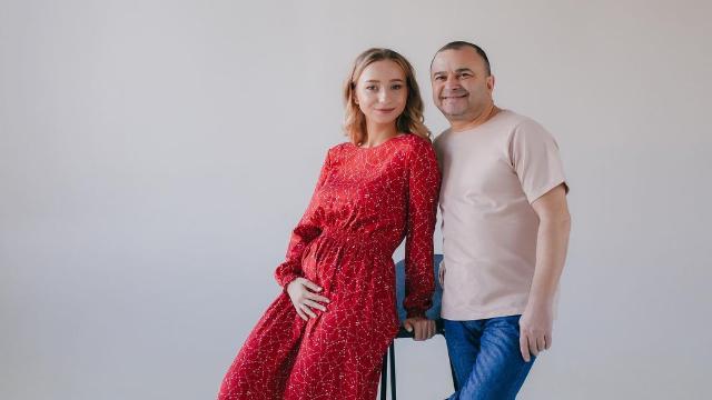 Были переживания: Виктор Павлик рассказал о родах жены и подарке за сына