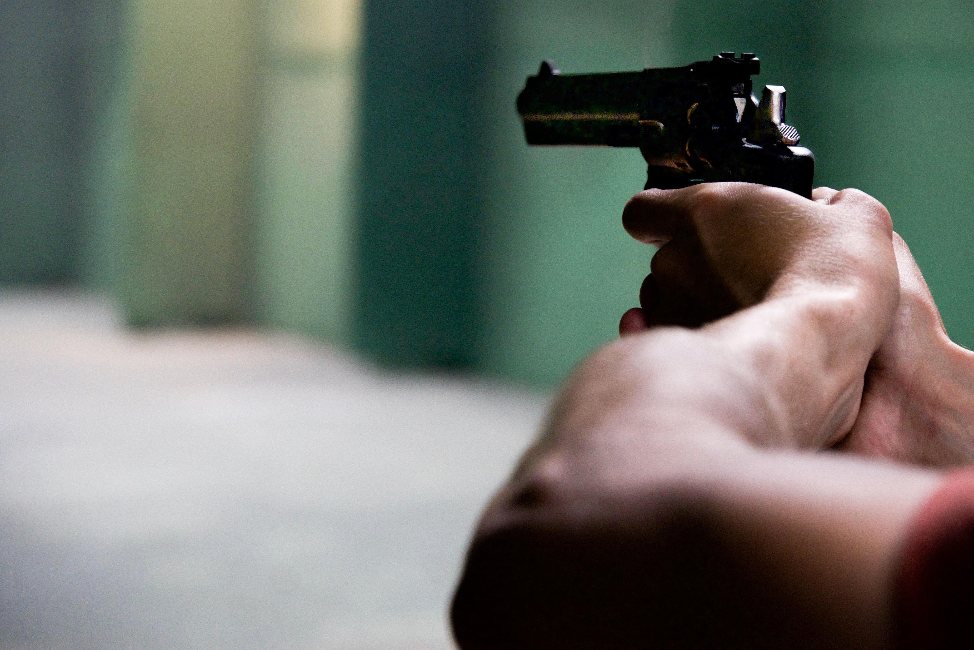 Нацполіція викрила копів, які продавали дозвіл на зброю: деталі та версія слідства