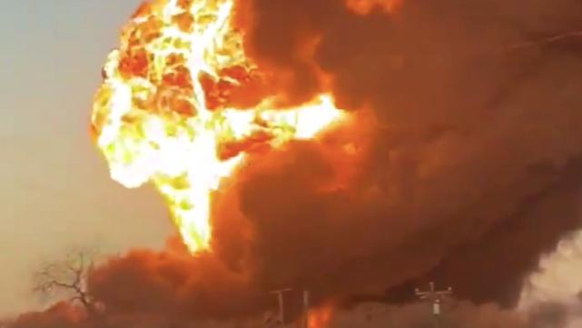 У Техасі гримлять вибухи через зіткнення поїзда і вантажівки – місцевих евакуюють
