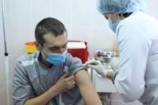 Вакцинація проти Covid-19: як почувається перший щеплений в Україні лікар
