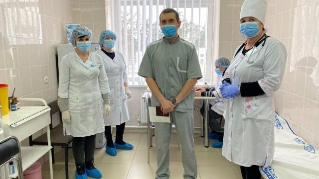 Лікар_перше щеплення проти коронавірусу в Україні