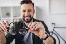 Очки для компьютера и линзы: что выбрать для коррекции и защиты зрения