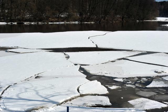 лід на річці