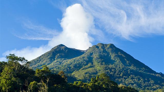 В Індонезії прокинувся вулкан Синабунг: попіл піднявся на 1,5 км