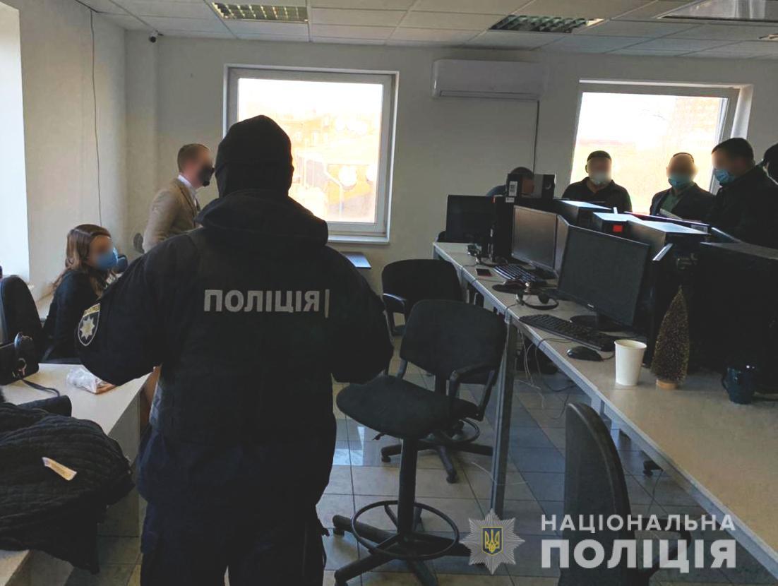 Фейкові міжнародні біржі: на Дніпропетровщині викрили шахраїв
