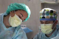 Вперше у світі: одеські медики видалили велику пухлину ока