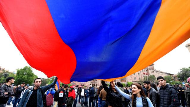 З чого почалася криза у Вірменії і хто допомагає опозиції
